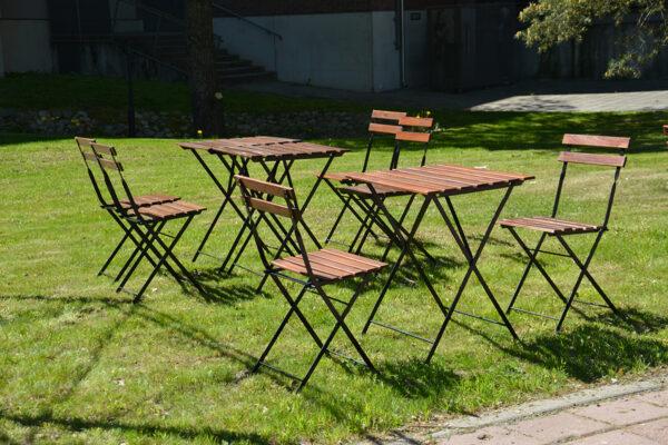 Kahvilan_pöytä_ja tuolit