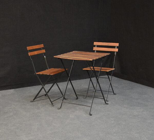 kahvilan-pöytä-ja-tuolit-vuokrakaluste