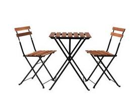 Kahvilan_pöytä_ ja tuolit