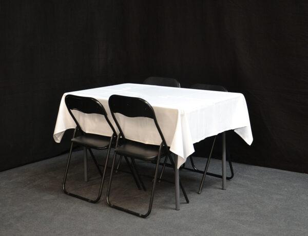 pieni-suora-pöytä-suorat-jalat_vuokrakaluste