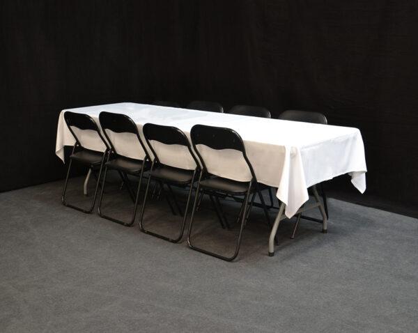 Iso_pöytä_8_tuolia_vuokrakaluste