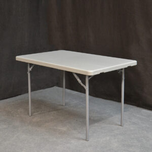 pöytä-suora-pieni_vuokrakaluste