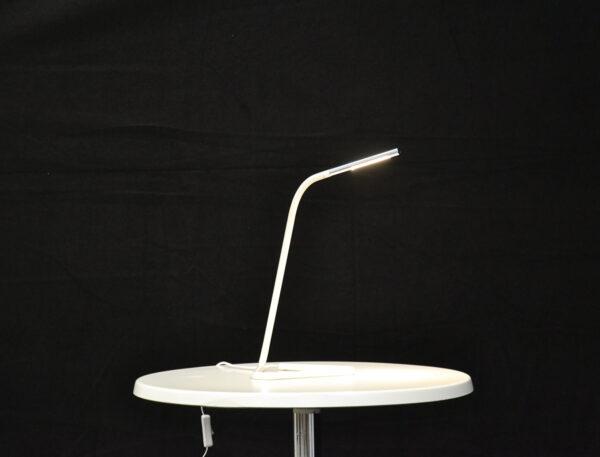 pöytälamppu-valkoinen-vuokrakaluste
