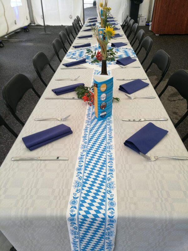 Kuituliina ja kaitaliina suorassa pöydässä
