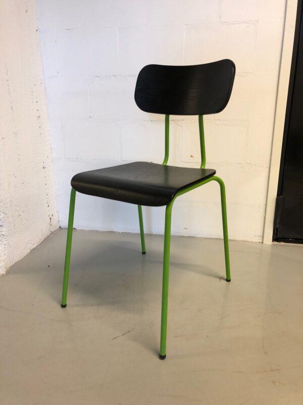 Mustavihreä tuoli