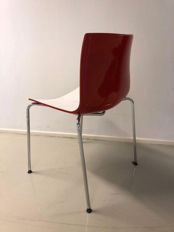punainen tuoli metalliset jalat